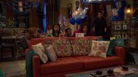 Raven's Home - 1x04 - The Bearer of Dad News - Devon Sneaking Behind