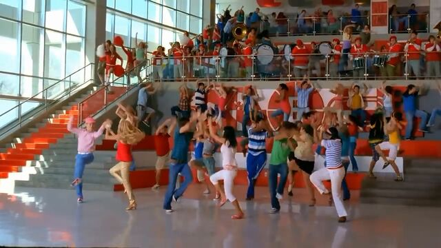 File:Hsm2 what time is it pic.jpg