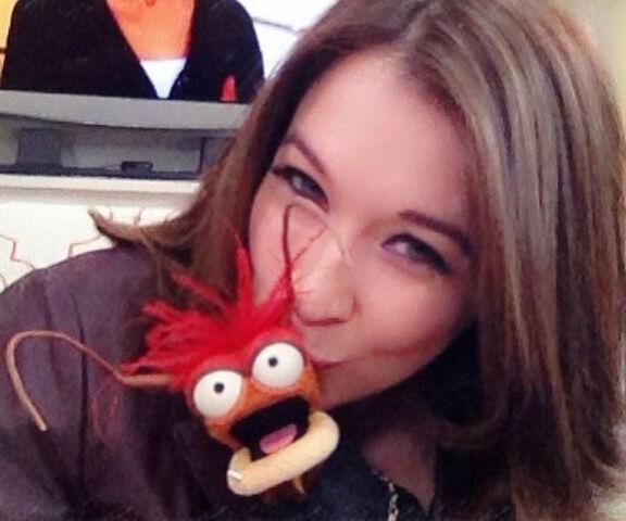 File:Kiss Jacque Gonzales Pepe.jpg