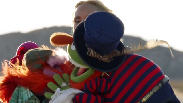 File:TheMuppets-S01E06-EM-OutsideFighting03.png