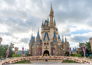 Tokyo-disneyland-cinderella-castle-1-1068x764