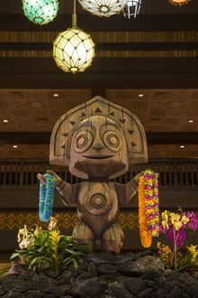 Polynesian Village Resort Maui Statue