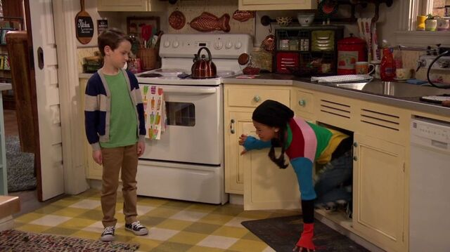File:Raven's Home - 1x01 - Baxters Back! - Levi and Nia.jpg