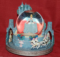 Disney Cinderella Snowglobe This is Love Musical Light Up Slipper Rare-2