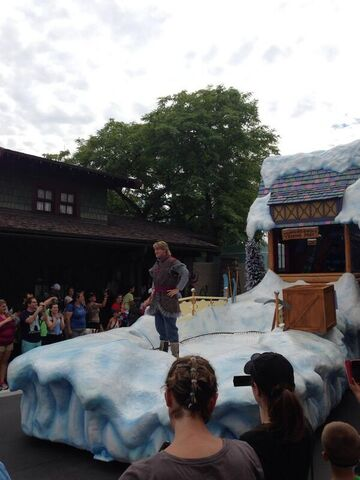 File:Kristoff Disney Park Float.jpg