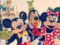 Disneyland-character-mickey-mouse-goofy-minnie-2