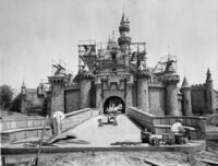 Old Photos of Famous Structures and Monuments Being Built (14)