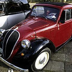 Fiat Topolino bardzo podobny do postaci.