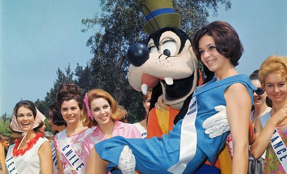 File:Disney-pluto-models-slide.jpg