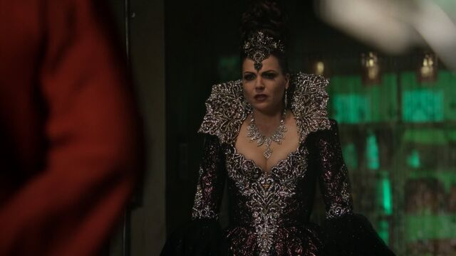 File:Once Upon a Time - 5x23 - An Untold Story - Evil Queen.jpg