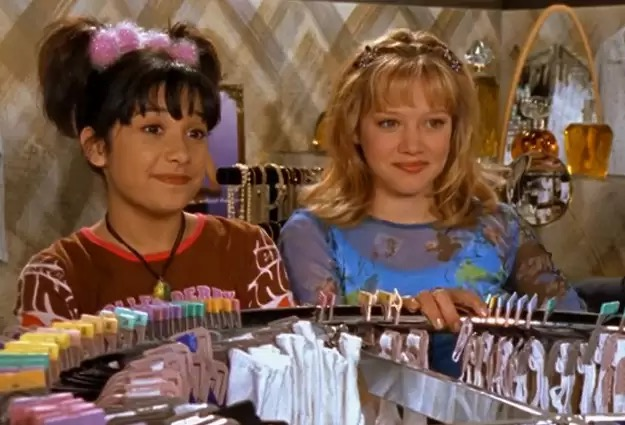 File:LM S1E11 Lizzie and Miranda at the mall.JPG