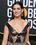 Anne Hathaway 76th Golden Globes