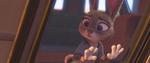 Judy melihat ke keluarganya