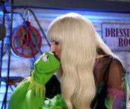 Kiss gaga kermit holiday