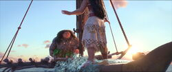 Vaiana kommt mit Hilfe des Ozeans zurück auf das Boot