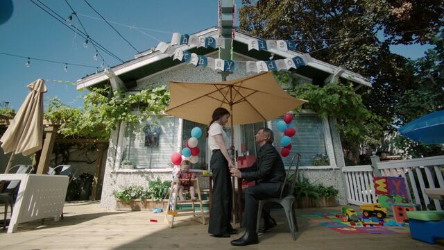 File:Once Upon a Time - 7x04 - Beauty - Belle and Gold.jpg