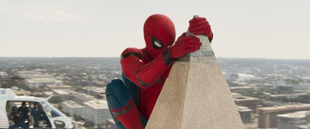 File:Spider-Man Homecoming 24.jpg