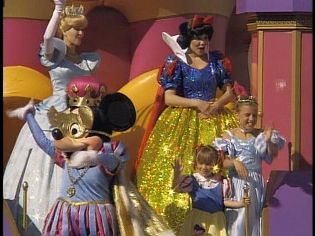 File:FullHouse-DisneyParade2.jpg