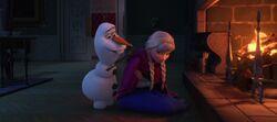 Olaf wärmt Anna