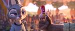 Judy melihat ke penyangkal rubah 2