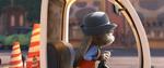 Judy melihat sekitarnya