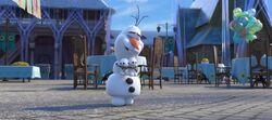 Olaf mit zwei Schneechen
