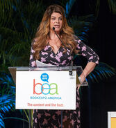 Kirstie Alley Book Expo America12