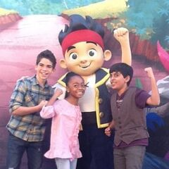 Cameron hanging out with co-stars!