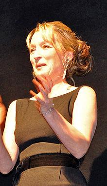 Leslie Manville (cropped)