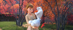 Frozen II - Anna holding Olaf in her Arms
