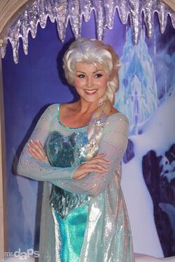 MrDAPs Frozen Anna Elsa Disneyland-17