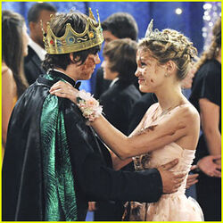 Olivia-holt-leo-howard-kickin-king