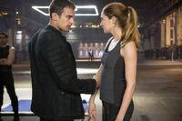 DivergentMovie-TheoandShailene