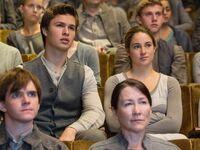 Caleb-tris-divergent-movie-photo