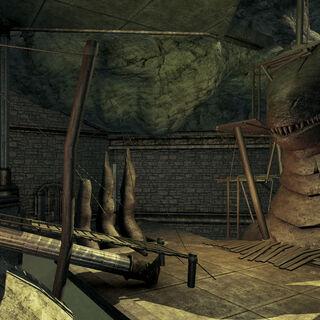 Вторая комната, слева от головы дракона - леса с лестницами наверх