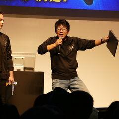 Хидеаки Ицуно объясняет как Мегабластер изменяет прыжок Неро на TGS 2018 года.