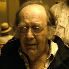 General Winslow (Danny Nelson) en la versión de Warner de <a href=