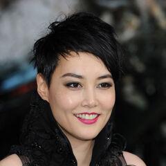También es la voz recurrente de la actriz Japonesa Rinko Kikuchi