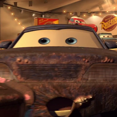 Auto en la carpa de Rust-eze también en <a href=