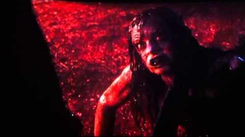 Evil Dead 2013 - Posesión Infernal - Mia vs
