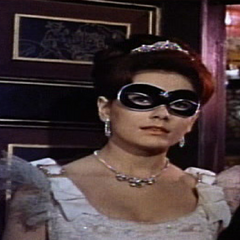Sabena Ravna (Jacquie Wallis) en <a href=