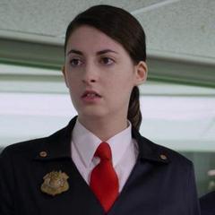 Agente Olive adulta (Evany Rosen) en <a href=