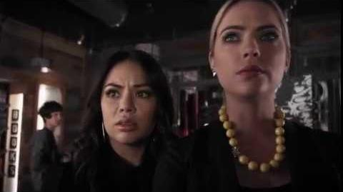 Lindas Mentirosas - Lesli insulta a Mona y Hanna.