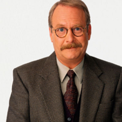 Subdirector Willard Kraft en <a href=