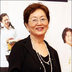 Dobla generalmente a Kim Yeong Ok en K-Dramas.
