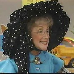 Mamá Gansa (Sandy Walper) en <a href=
