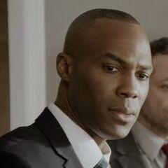 Detective Garry McFadden (joven) en <a href=