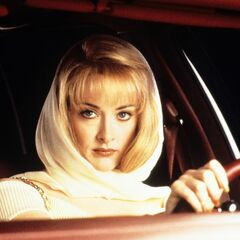 Debbie Jellinsky (Joan Cusack) en <a href=