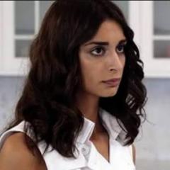 Hizo la voz de la segunda Zeynep (Beril Kayar) en <a href=