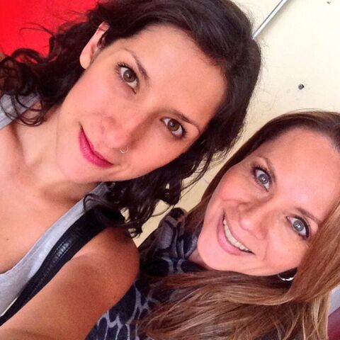 Carla Castañeda y Maggie Vera (Fluttershy) durante la grabación del personaje de Twilight (27/08/14).